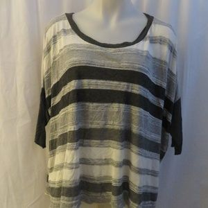 BAILEY 44 GRAY,WHITE STRIPED 3/4 SLEEVE TOP M